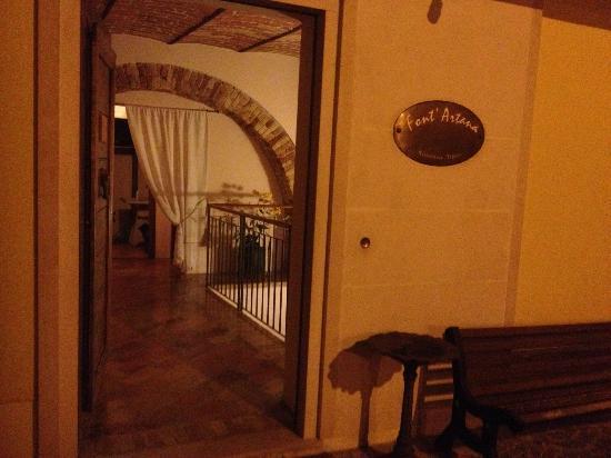 Picciano, Italia: entry from street. So charming