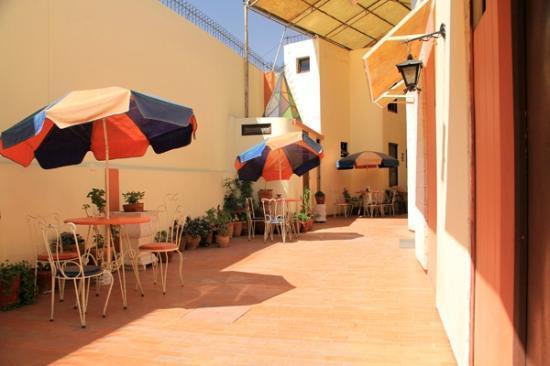 Hostal El Peral: Hotel coridor.