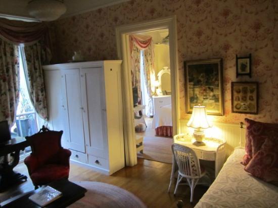 Adelphi Hotel: room