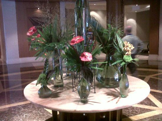 Mandarin Oriental, Washington DC: Hotel Lobby centerpiece