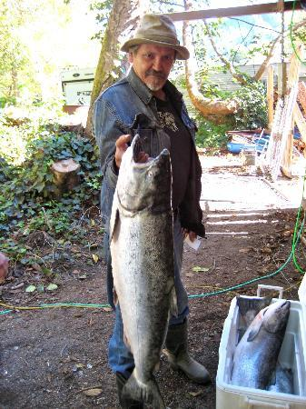 Kamp Klamath RV Park: Douglas buys fish caught by native american locals