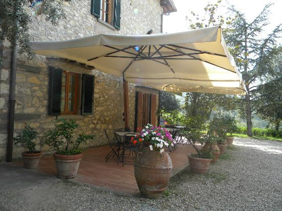 Podere Campriano: Patio on our building