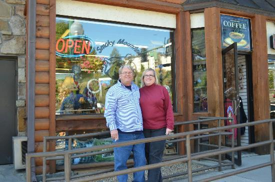 Smoky Mountain Fire & Ice: out side their shop