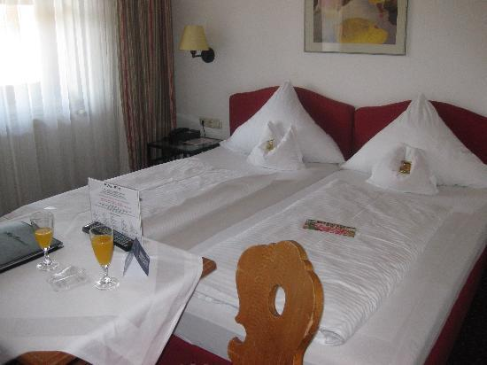 Hotel Obermaier: Bed in a Standard Double Room