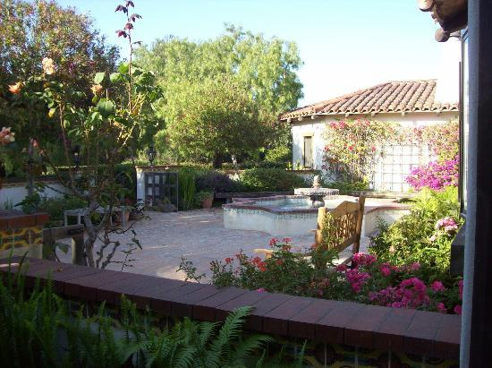 The Casitas of Arroyo Grande: Front courtyard area