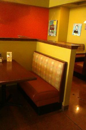 Buon Cibo : comfy bench seating