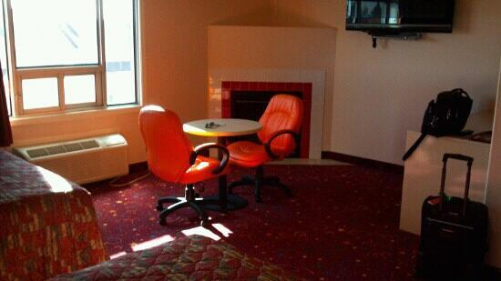 Crystal Star Inn: Walls are pink, chairs are orange
