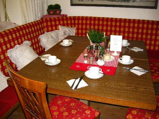 Gasthaus zur Post: Breakfast Table