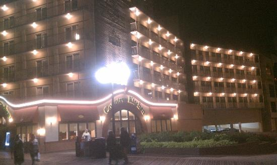 Days Inn Atlantic City Oceanfront-Boardwalk: Hotel right on the boardwalk!