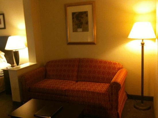 Holiday Inn Express & Suites Bradley Airport: Extra couch sofa bed
