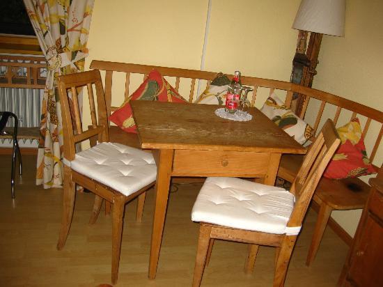 Schwarzwaldgasthof Zum Goldenen Adler: Farmer's Room #14 - Table