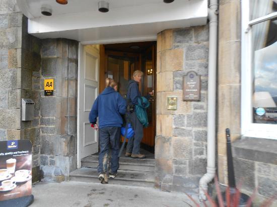 Alexandra Hotel: Rotating doors to front lobby
