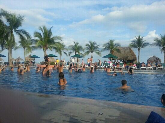Royal Decameron Beach Resort, Golf & Casino : una de las piscinas