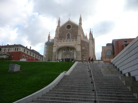 Novotel Madrid Puente de la Paz: Chiesa S. Jeronimo el Real