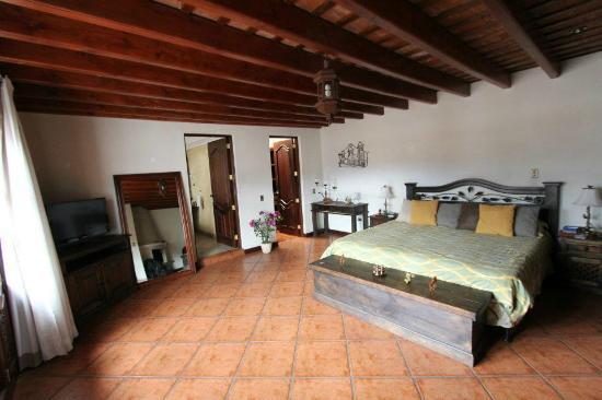 Hotel Tradiciones Antigua: suite - awesome view