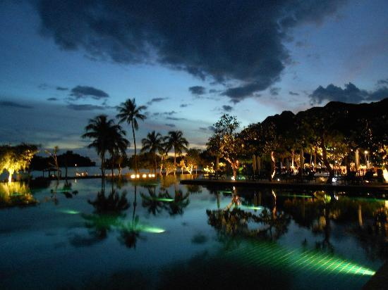 The Danna Langkawi, Malaysia: Night view - pool area