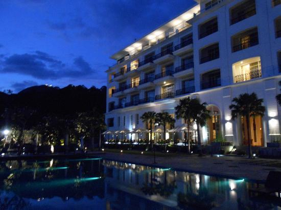 The Danna Langkawi: Night view - sea facing rooms