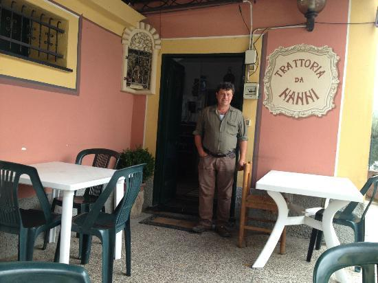 Sori, Italy: Nanni e l'ingresso alla trattoria