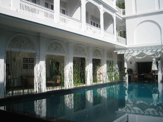 ปิงนครา บูติค โฮเทล แอนด์ สปา: Verandah for drinks and relaxing