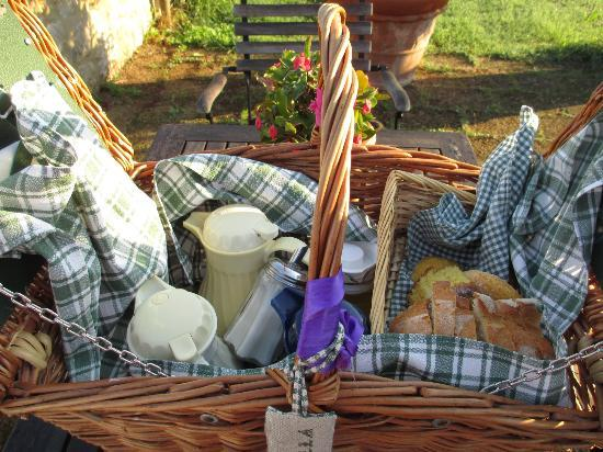 Agriturismo Cerreto: breakfast basket