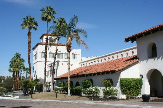Omni Rancho Las Palmas Resort & Spa: Hotel building