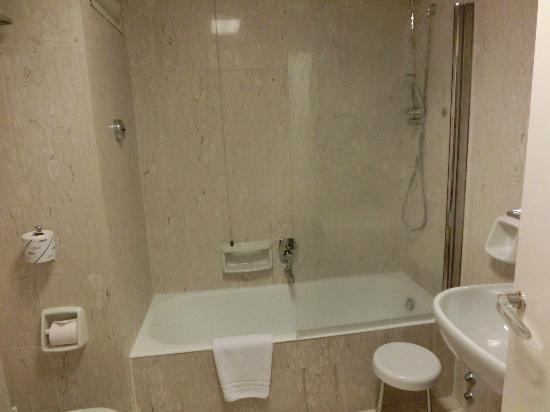 Bettoja Hotel Massimo D'Azeglio: 清潔なバスルーム