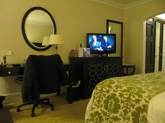 Sprowston Manor Marriott Hotel & Country Club: Large comfortable room