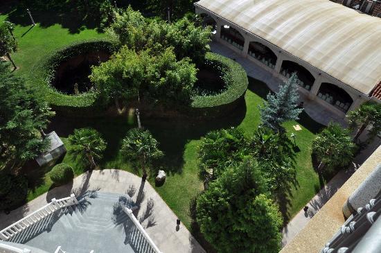 La Baneza, Espagne : Impresionantes jardines vistos desde la terraza de la habitación!!