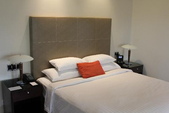 Hyatt Hotel Canberra: bed in room