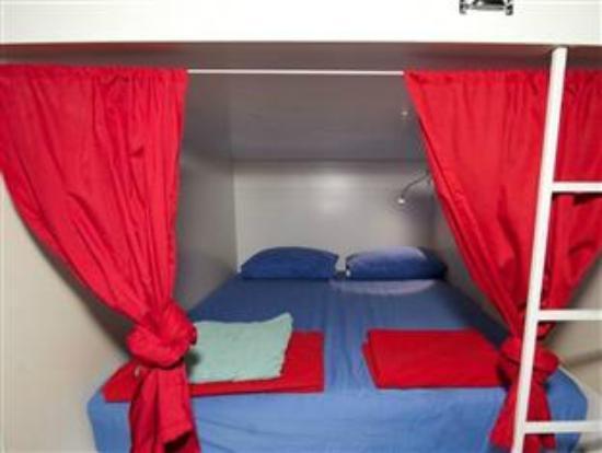 Happen Inns: swingers room
