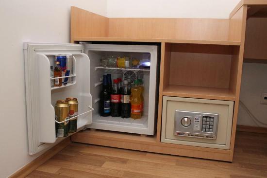 Garni Rambousek: Minibar and a safe in each room