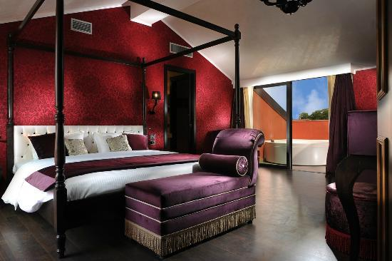 Carnival Palace Hotel: Red Suite