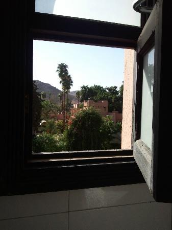 Hotel Marrakech le Tichka: view from bathroom