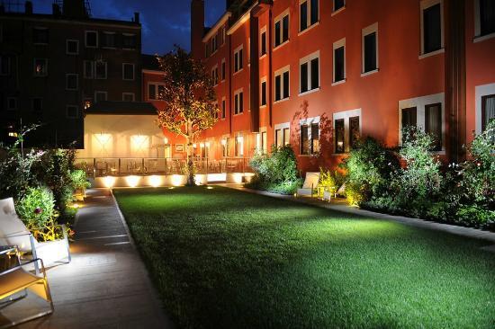 Carnival Palace Hotel: The Secret Garden