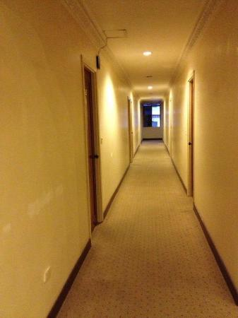 New York Hotel: Quiet corridor at 5.30am