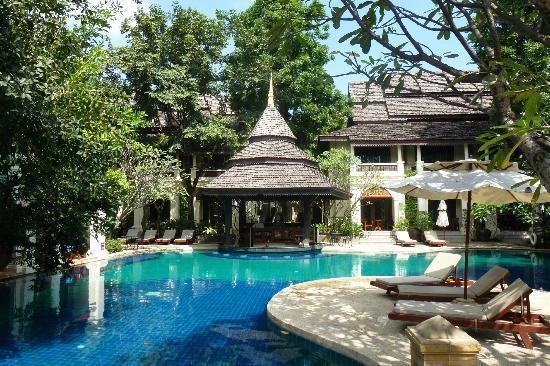 Khum Phaya Resort & Spa, Centara Boutique Collection: The pool bar. Not always manned.