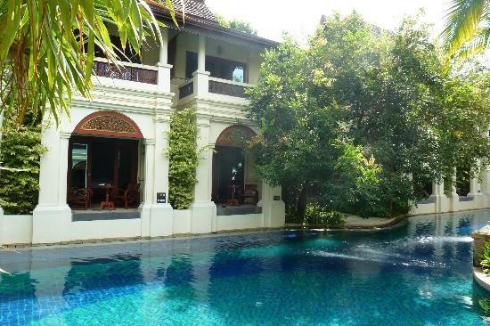 Khum Phaya Resort & Spa, Centara Boutique Collection: Our room to the right behind the tree. Note the step down.