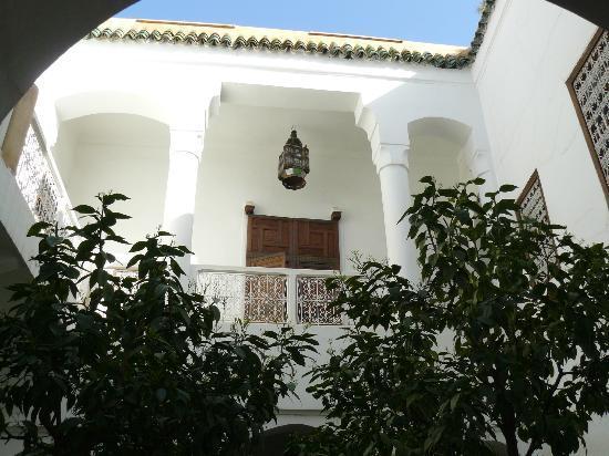 Riad Dar El Hanaa: Vista sul cortile interno
