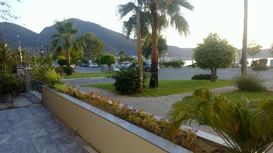 Mer Pension: 5.park and sea view