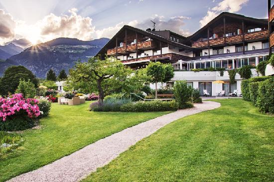 Garberhof Beauty & Wellness Resort: Gartenansicht Hotel Garberhof