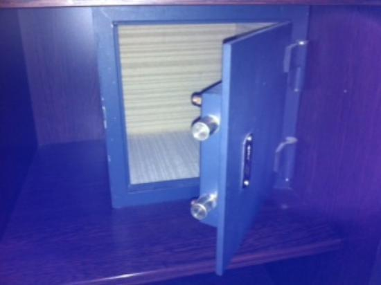 Imperial Hotel: safe box