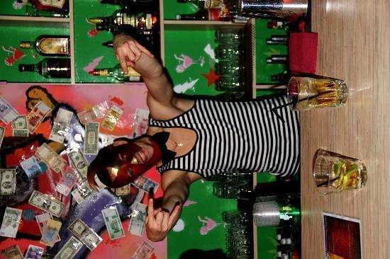 Alabama Bar : Bartender