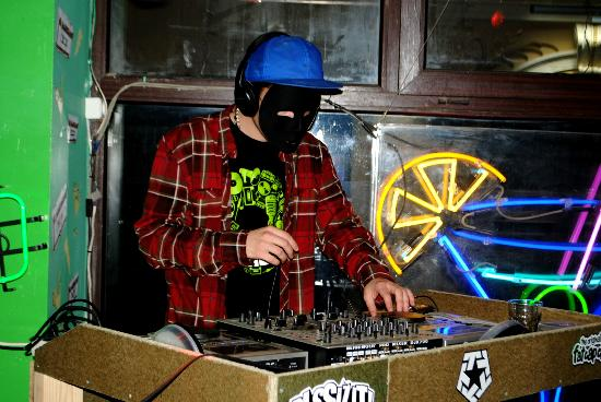 Alabama Bar: DJ