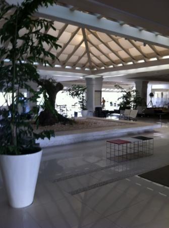H10 Andalucia Plaza: vast reception area