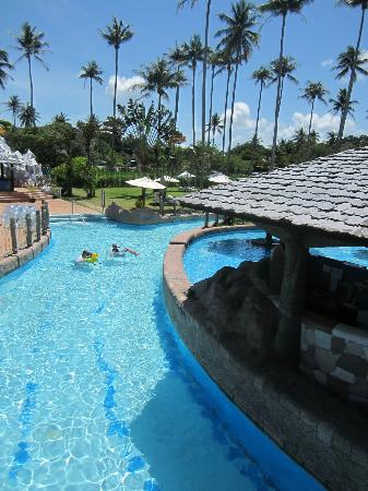 Centara Grand West Sands Resort & Villas Phuket: Lazy river and swim up bar