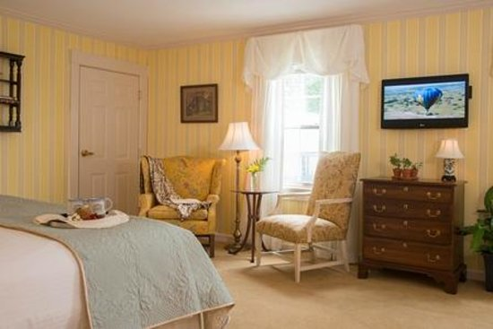 Deerfield Inn: accessible king room