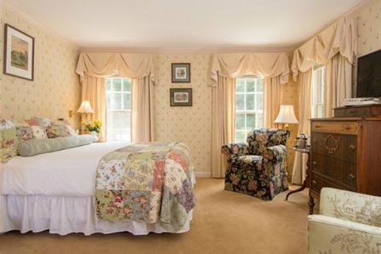 Deerfield Inn: queen room