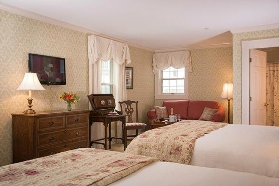 Deerfield Inn: two queen beds