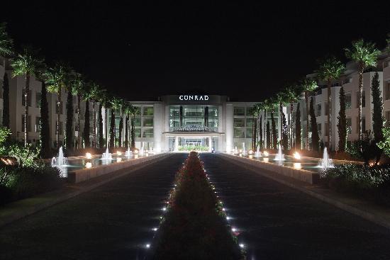 Conrad Algarve: Hotel Entrance at night