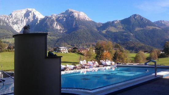Alpenhotel Zechmeisterlehen: Außenpool mit Blick auf Berge